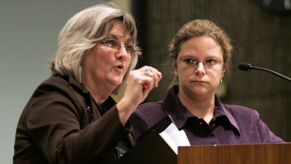 Лоббист Клэр Гатри Гастанага на публичных слушаниях о запрете однополых браков в штате Вирджиния в США. 17 января 2006