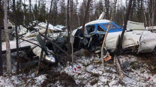 Обломки самолета L-410, потерпевшего крушение при заходе на посадку в аэропорту Нелькан, в Хабаровском крае.