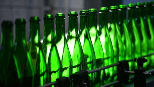 Работа линии по производству шампанского и игристых вин. Архивное фото