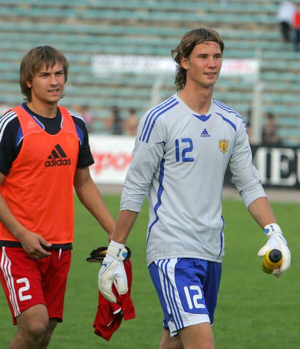 Игроки молодежной сборной России Юрий Лебедев (слева) и Антон Шунин