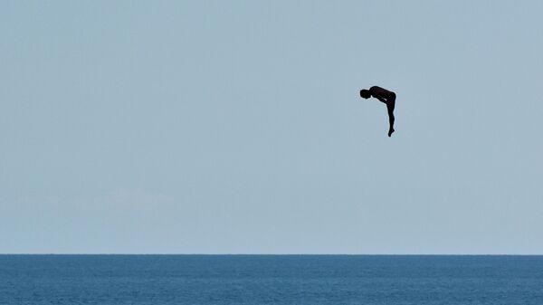 Участник соревнований по хайдайвингу в Крыму