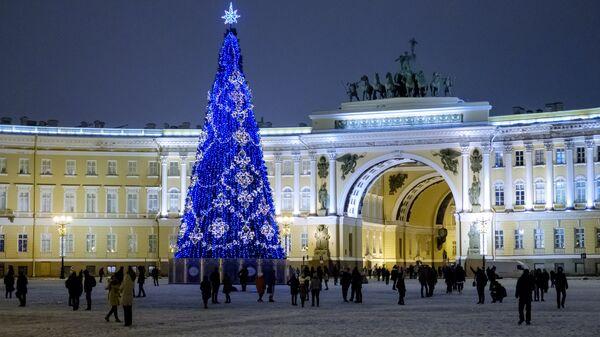 Главная елка на Дворцовой площади в Санкт-Петербурге