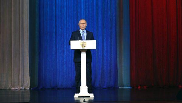 Владимир Путин выступает на торжественном вечере, посвященном Дню работника органов государственной безопасности. 20 декабря 2017