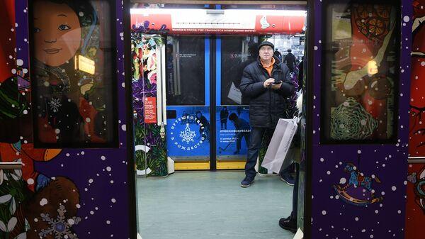 Двери поезда московского метро