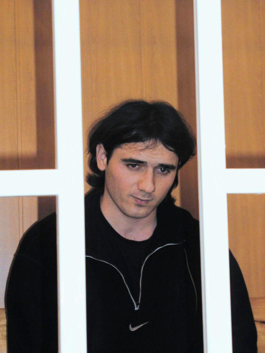 Обвиняемый по уголовному делу о нападении на школу № 1 в Беслане Нурпаши Кулаев в зале Верховного суда Северной Осетии во время судебного заседания