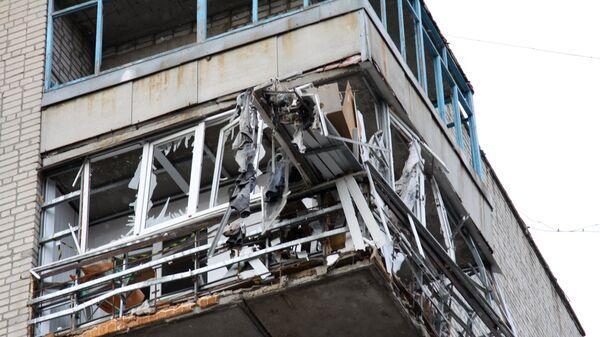 Жилой дом в центре города Ясиноватая, пострадавший в результате обстрела