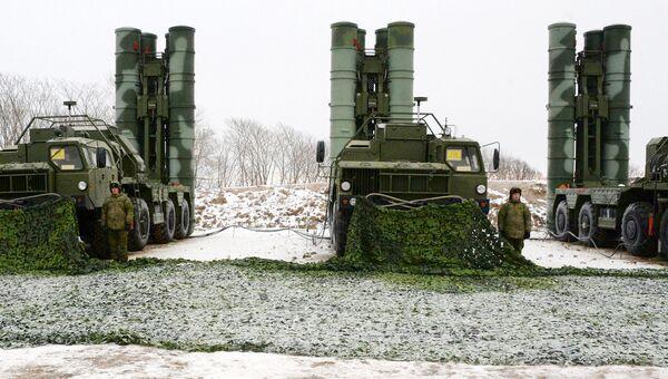 Дивизион ЗРК С-400. Архивное фото
