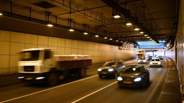 Автомобили в Северо-Западном тоннеле в Москве