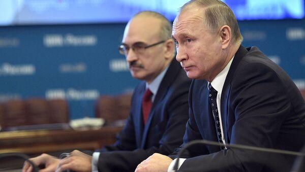 Владимир Путин в ЦИК во время подачи документов для выдвижения кандидатом на предстоящих в 2018 году выборах президента РФ