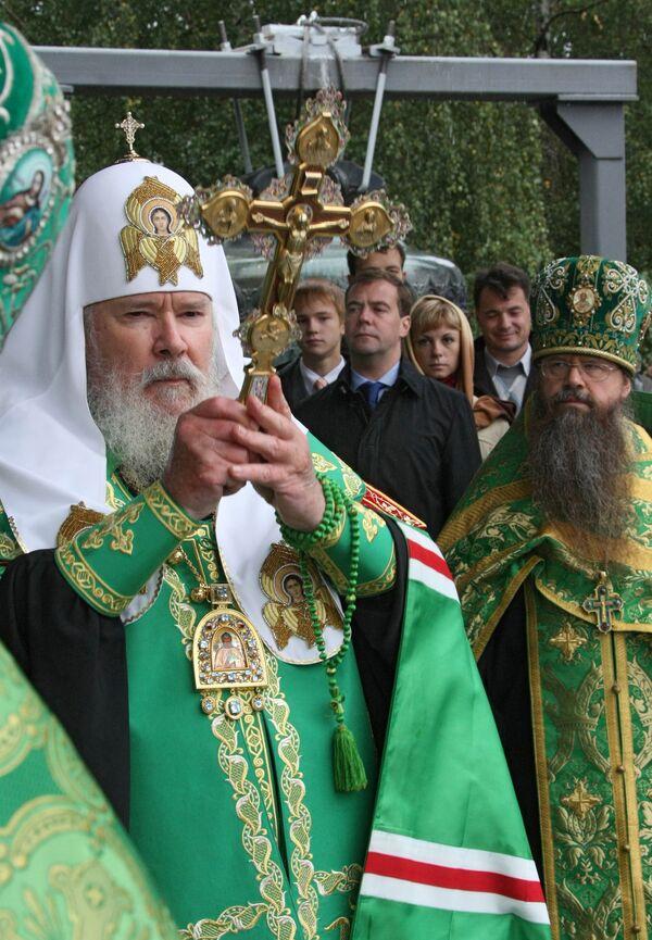 Патриарх Московский и всея Руси Алексий II во время церемонии освящения исторических даниловских колоколов Свято-Данилова монастыря