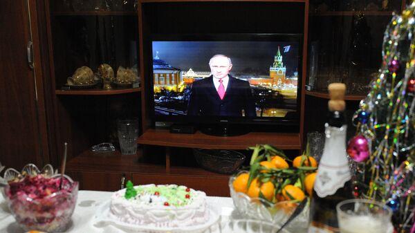 Праздничный стол во время встречи Нового года в Чите