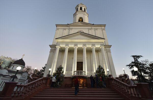 Александро-Невский кафедральный собор в Симферополе накануне праздника Рождества Христова