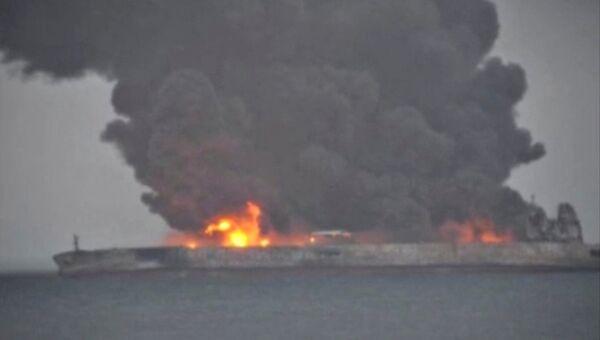 Пожар на панамском танкере, столкнувшемся с гонконгским сухогрузом в Восточно-Китайском море, 7 января 2018