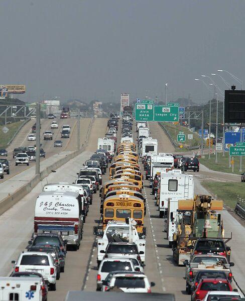 Пробка в Техасе накануне урагана Рита в 2005 году