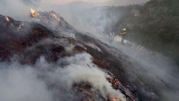 Природный пожар Томас в Калифорнии. Архивное фото