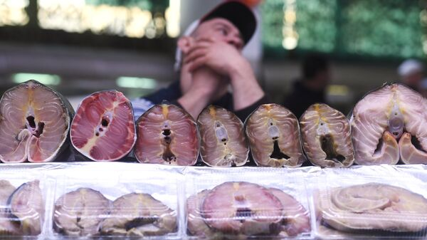 Прилавок с морепродуктами на Дорогомиловском рынке в Москве