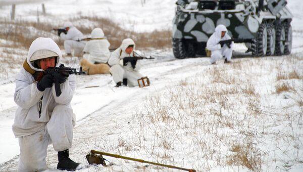 Военнослужищие инженерной роты армии ЛНР во время работ по разминированию на линии разграничения в Луганске