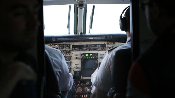 Кабина пилотов самолета
