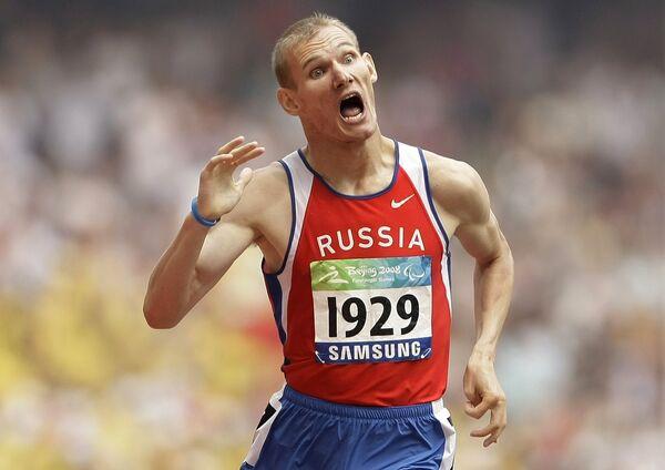 Россиянин Артем Арефьев выиграл золото Паралимпиады в беге на 800 м