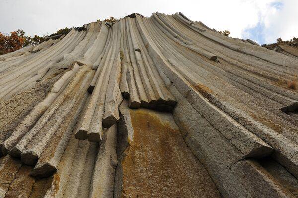 Скалы мыса Столбчатый на острове Кунашир