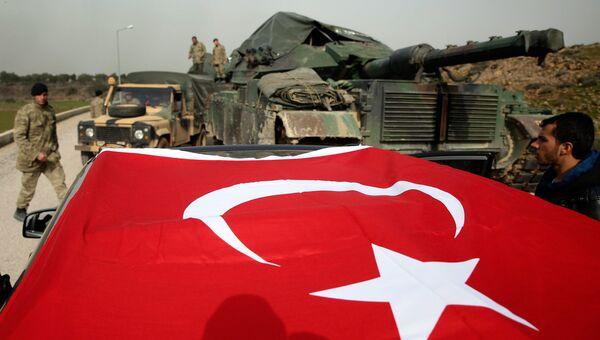 Турецкая военная техника в районе границы между Турцией и Сирией