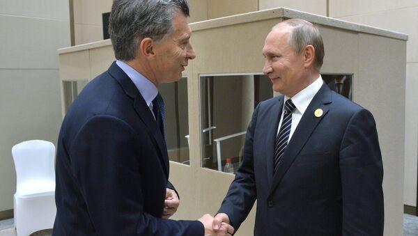 Президент РФ Владимир Путин и президент Аргентины Маурисио Макри во время встречи в рамках саммита Группы двадцати G20 в Ханчжоу. 5 сентября 2016