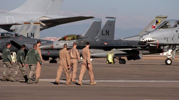 Военнослужащие ВВС США на авиабазе Инджирлик возле Аданы, Турция. 2015 год. Архивное фото