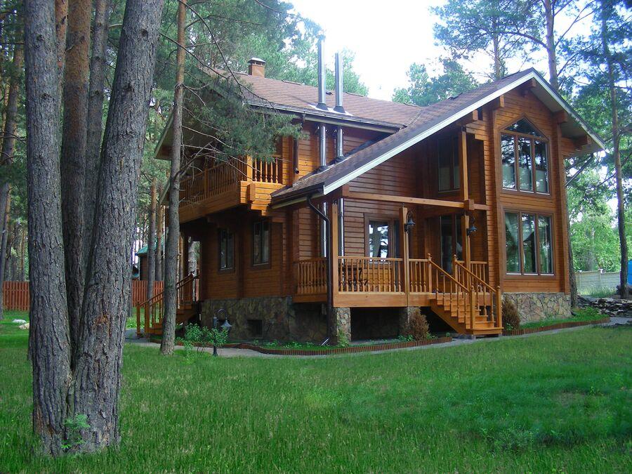 Загородный дом, построенный с применением клееного бруса