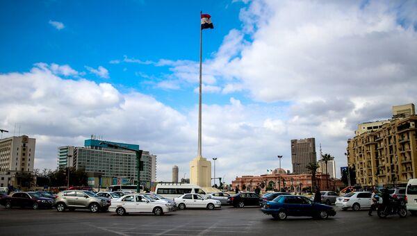 Автомобильное движение на площади Тахрир в Каире