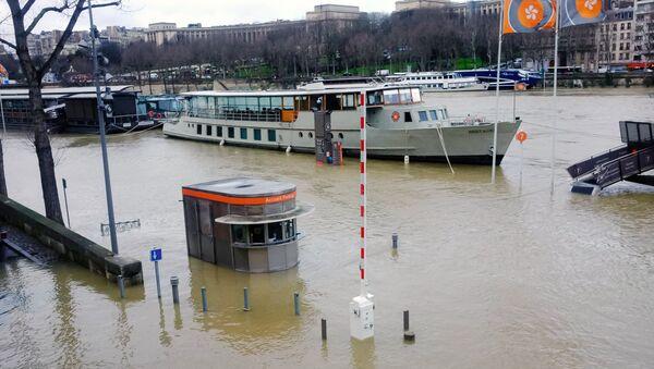 Резкий рост уровня воды в Сене, из-за прошедших ливневых дождей