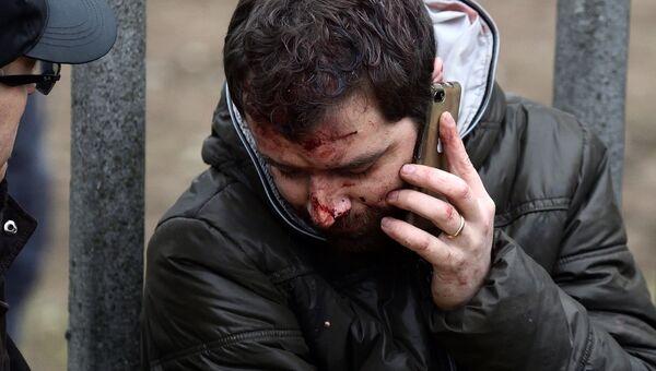 Пострадавший при крушении поезда на окраине Милана, Италия. 25 января 2018 года