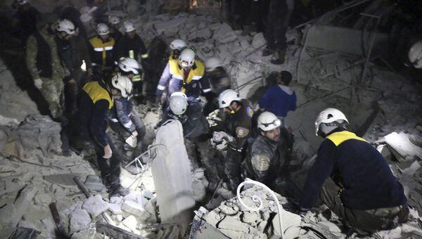 Активисты из организации Белые каски Сирии. Архивное фото