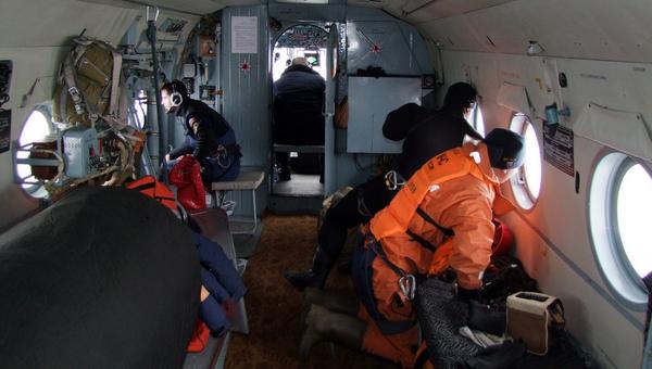 Сотрудники МЧС осуществляют поиск рыболовецкого судна Восток в Японском море