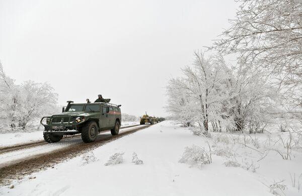 Многоцелевой автомобиль повышенной проходимости ГАЗ-2330 Тигр на репетиции парада, который пройдет в 75-ю годовщину победы Сталинградской битвы на Площади павших борцов в Волгограде