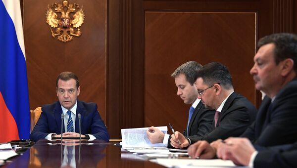 Председатель правительства РФ Дмитрий Медведев проводит совещание о расширении доступа к услугам связи в РФ. 26 января 2018