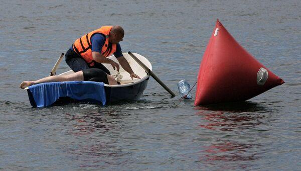Оказание первой помощи на воде. Архивное фото