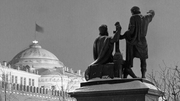 Памятник Минину и Пожарскому на Красной площади.