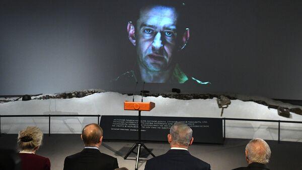 Президент РФ Владимир Путин и премьер-министр Государства Израиль Биньямин Нетаньяху во время просмотра фильма Собибор в Еврейском музее и центре толерантности