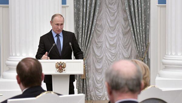 Президент РФ Владимир Путин на церемонии подписания соглашения между общероссийскими объединениями профсоюзов, работодателей и правительством РФ. 29 января 2018