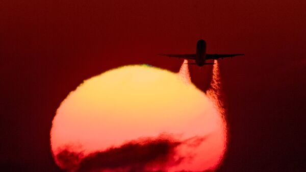 Летящий самолет Airbus A-321