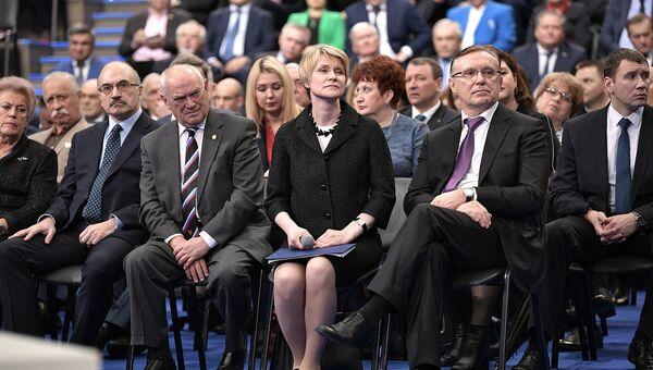 Участники предвыборной встречи кандидата в президенты РФ Владимира Путина со своими доверенными лицами в Гостином дворе. Архивное фото