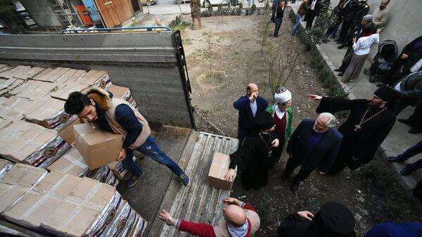 Раздача гуманитарной помощи от религиозных общин России в Дамаске. 5 февраля 2018