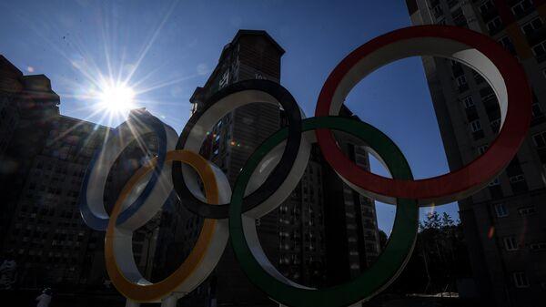 Олимпийские кольца в Олимпийской деревне в Канныне