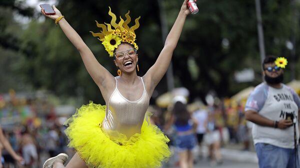 Участница карнавала в Бразилии