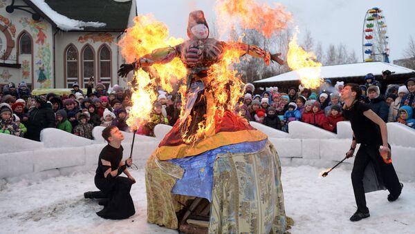 Празднование Широкой Масленицы в парке Таганская слобода в Екатеринбурге