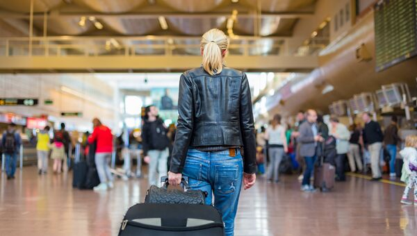 Девушка в аэропорту