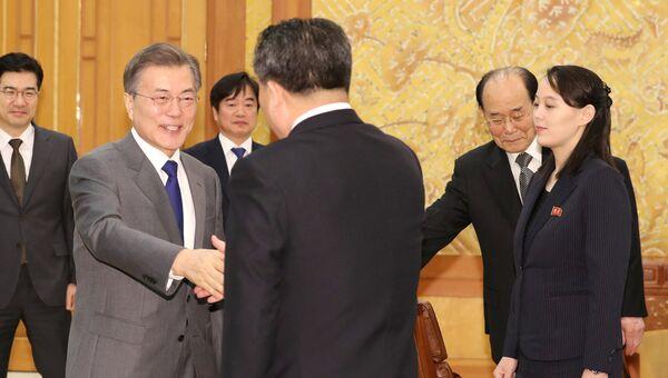 Президент Южной Кореи Мун Чжэ Ин провел встречу с делегацией из Северной Кореи. 10 февраля 2018