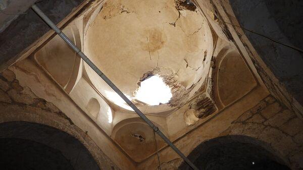 Купол пострадавшей от боевых действий церкви в сирийском городе Маалюля в 55 км от Дамаска