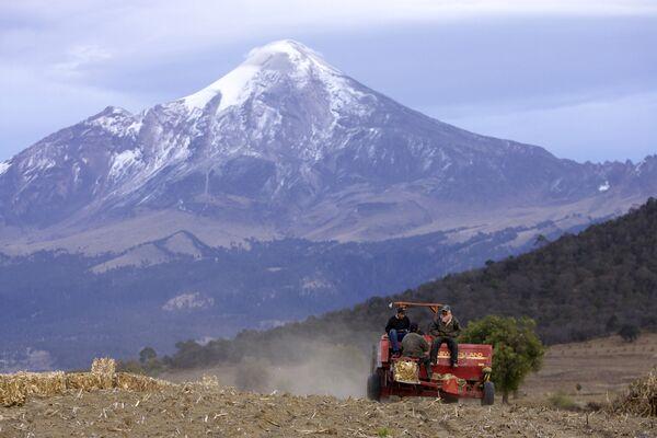 Вид на вулкан Орисаба в Мексике
