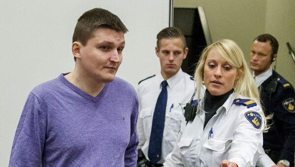 Российский гражданин Владимир Дринкман в сопровождении сотрудников полиции в здании суда в Гааге. Архивное фото